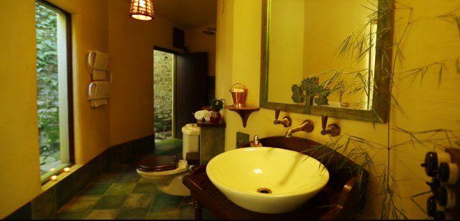 4-Bathroom at Poorna Room