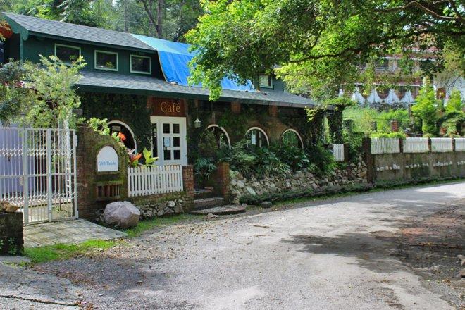 cafe-by-the-lake-naukuchiatal