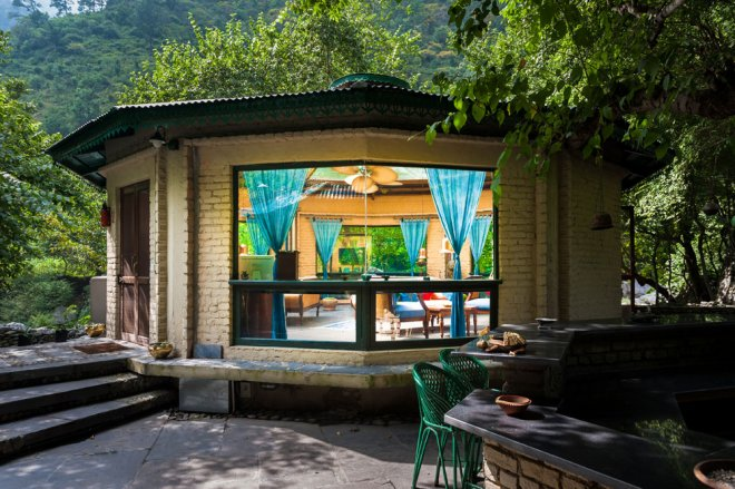 lounge-exterior